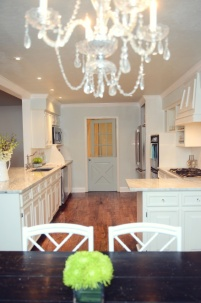 I love the brightness of this kitchen, and that Dutch door - swoon!!