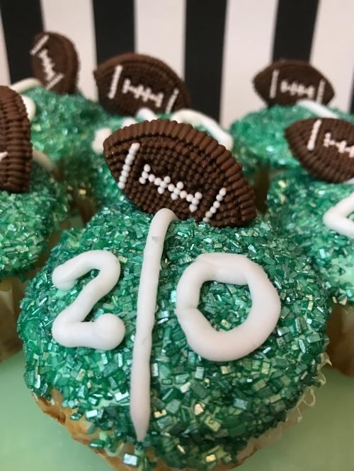 football-cupcakes-11