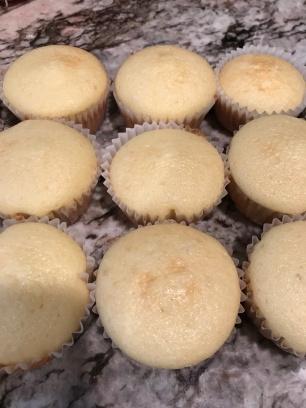 football-cupcakes-15