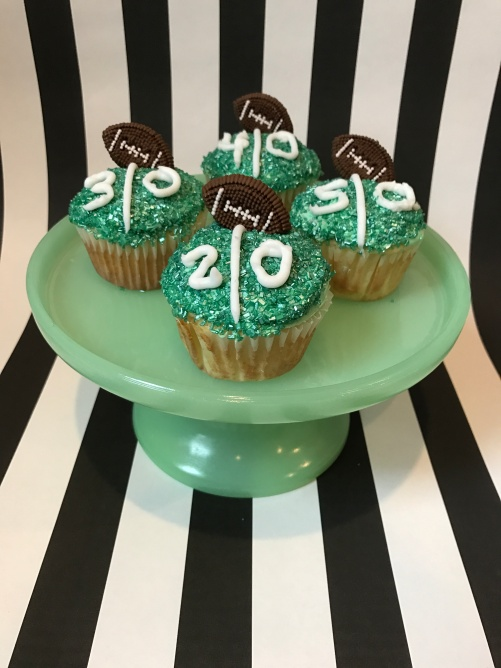 football-cupcakes-8