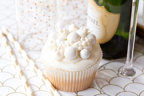 New-Years-Eve-Champagne-Cupcakes-10-web